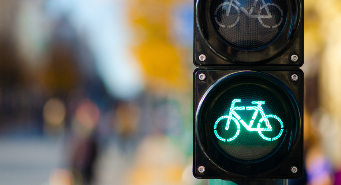 Bicycle traffic signal, green light, road bike, free bike zone o